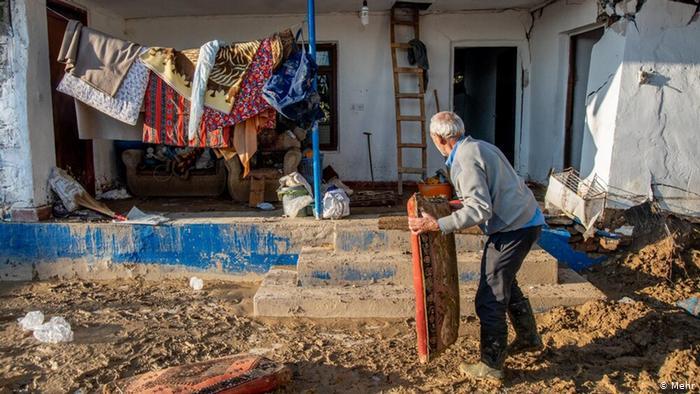 Iran_Record_Flood_Pictorial-12  شش هزار و ۲۰۰ واحد مسکونی روستایی و شهری آسیب دیدهاند.