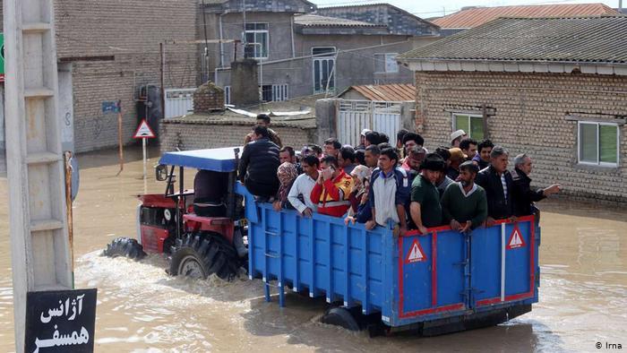 Iran_Record_Flood_Pictorial-3 شهرهای آققلا، بندر ترکمن و گمیشان خالی از سکنه شدهاند.