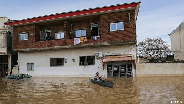 Iran_Record_Flood_Pictorial-8 در روز اول به دنبال بیل مکانیکی میگشتیم